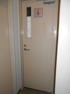 こころ神戸トイレ女子ドア旧1.JPG